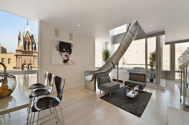 miljonair voorziet peperduur appartement van glijbaan. Black Bedroom Furniture Sets. Home Design Ideas